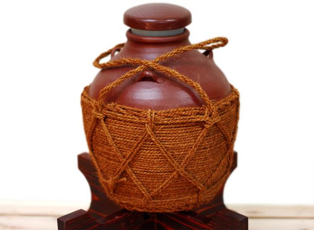 耳壺2升甕カメ(縄あり)蓋付き、正面木台のせ
