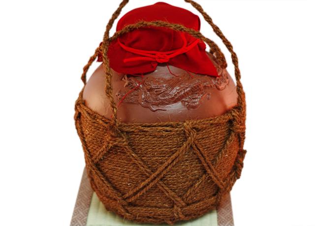 龍壺3升甕カメ(縄あり)帽子、蓋付き、正面、畳台のせ
