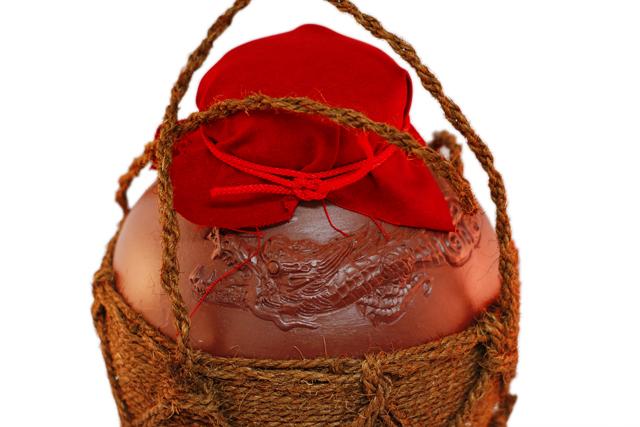 龍壺3升甕カメ(縄あり)帽子、蓋付き、上部絵柄アップ
