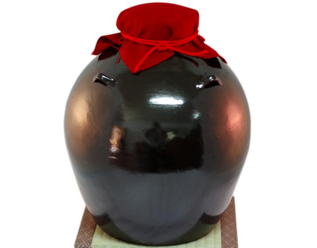 耳壺3升甕カメ(縄なし)黒壺、帽子、蓋付き、正面全体、木台のせ