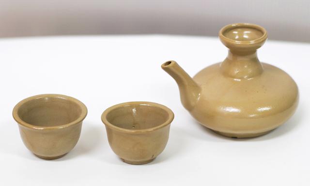 茶カラカラ1、茶おちょこ2、横から