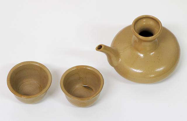 茶カラカラ1、茶おちょこ2、斜め上から