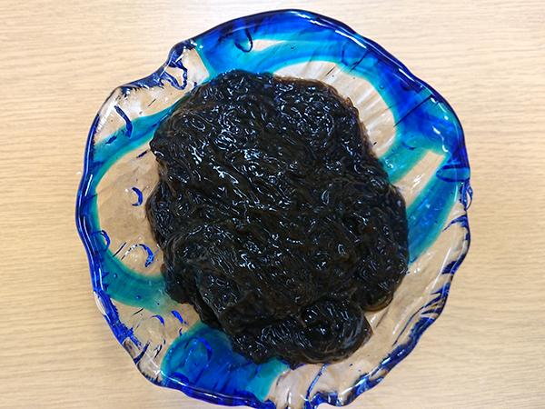 この粘りが凄い/4人家族で半年程度/沖縄県久米島産の天然生もづく