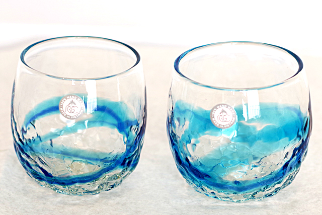 琉球ガラス、でこぼこ樽型、青水、正面、2個