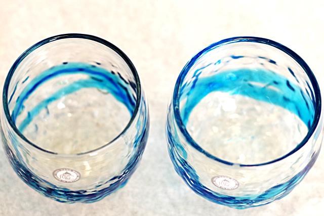 琉球ガラス、でこぼこ樽型、青水、斜め上から、2個