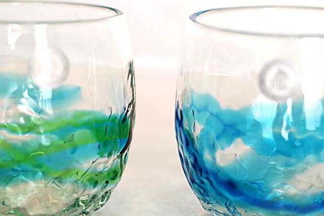 琉球ガラス、でこぼこ樽型、青水、水緑、ガラスの色と質感アップ