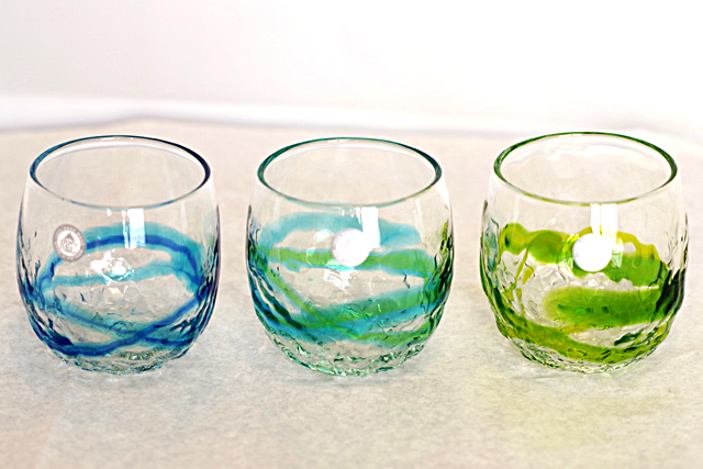 琉球ガラス、単品でこぼこ樽型、青水、水緑、黄緑、色比較