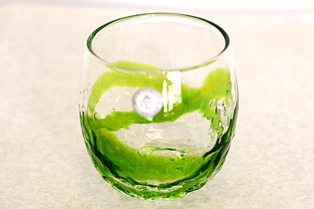 琉球ガラス、単品でこぼこ樽型、黄緑、正面、1個