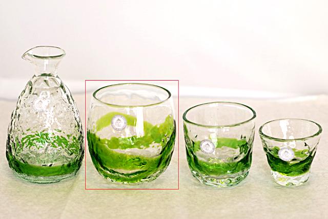 琉球ガラス、でこぼこ樽型、黄緑、徳利と他グラスとのサイズ比較