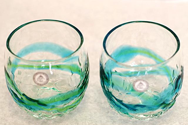 琉球ガラス、でこぼこ樽型、水緑、斜め上から、2個