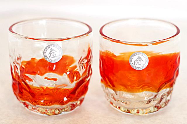 琉球ガラス、でこぼこ線入り、赤、正面、2個