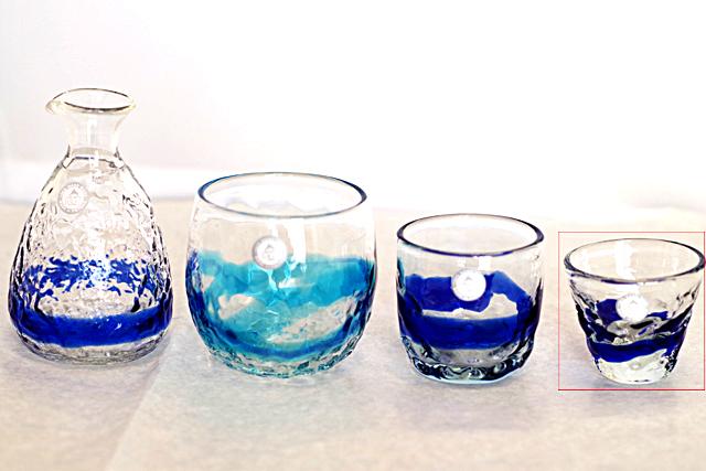琉球ガラス、単品ティーダぐいのみ、おちょこ、青、徳利と他グラスとのサイズ比較