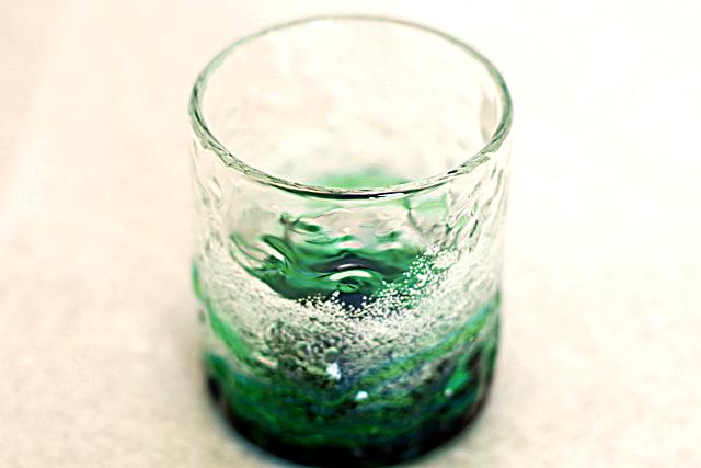 琉球ガラス、海でこぼこ単品、水緑、斜め上から、1個