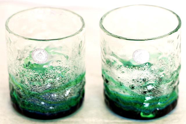 琉球ガラス、海でこぼこ、水緑、正面、2個