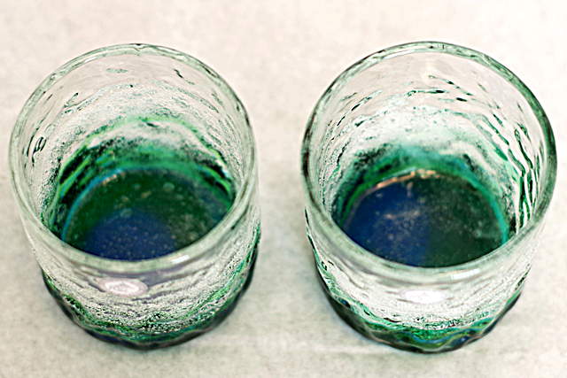 琉球ガラス、海でこぼこ、水緑、真上、2個