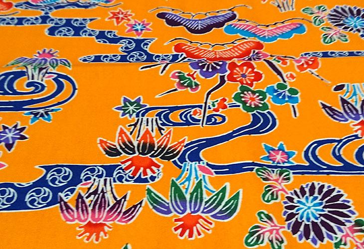 正面 沖縄独特の絵柄(紅型びんがた)をタペストリー(壁掛け)用にしてお届け。オリジナル加工