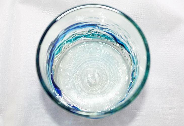 真上<正規品>単品でこぼこロックの琉球ガラス!氷がしっかり入る大きなロックグラスで2色用意(青/水、水/緑)