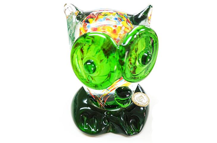 正面2<正規品>限定品。縁起の良い琉球ガラス製ふくろう(緑色)。透き通ったガラスの中に模様を入れ、目と足を綺麗な緑色。使いやサイズのものを3色用意(青色、水色、緑色)Made in OKINAWA 沖縄製品