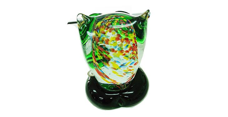 真後ろ<正規品>限定品。縁起の良い琉球ガラス製ふくろう(緑色)3色用意(青色、水色、緑色)Made in OKINAWA 沖縄製品
