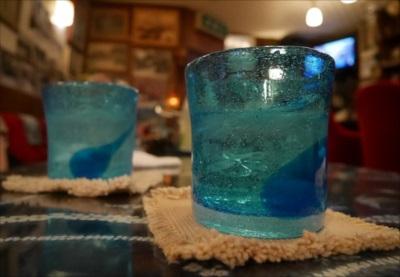 泡盛(贈答用)が入ったグラスのイメージ画像 割り水で楽しむ泡盛について【当店の泡盛(贈答用)は割水用にもおすすめ】