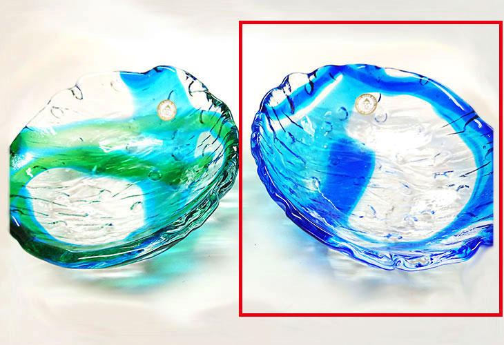 隣並び<正規品>透き通った色使いの琉球ガラス製の小皿(青色)。小鉢、鉢物、漬物、冷鉢など使いやすいサイズのものを2色用意(青色、緑青色)!Made in OKINAWA 沖縄製品