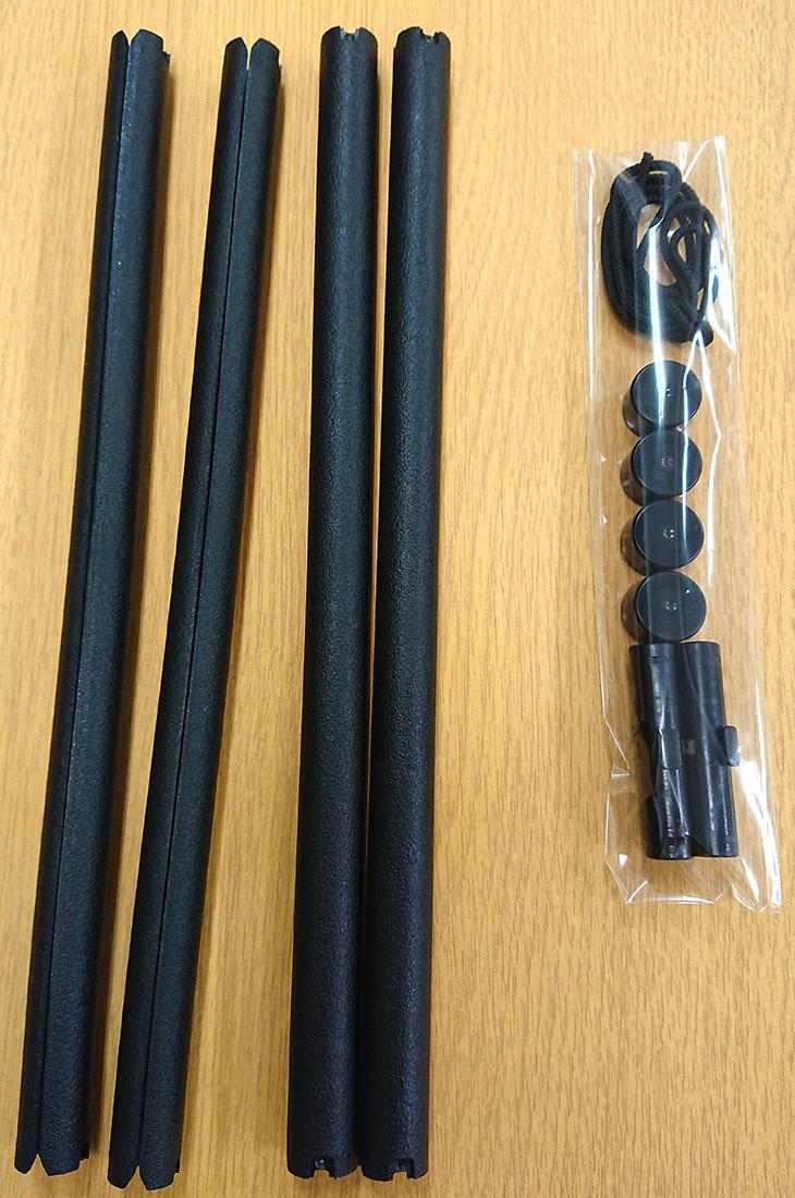 サンプル中巾タペストリー棒(黒)斜め上。お好みの布を壁掛けに