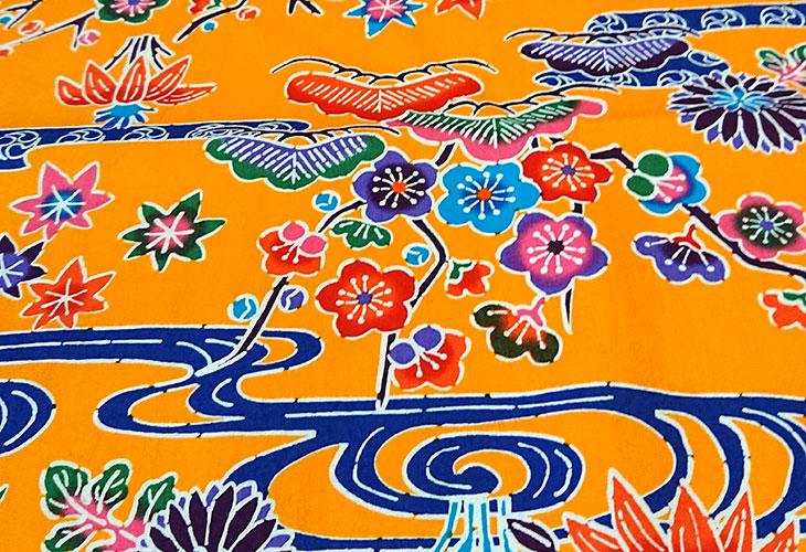 全体沖縄独特の絵柄(紅型びんがた)をタペストリー(壁掛け)用にしてお届け。オリジナル加工