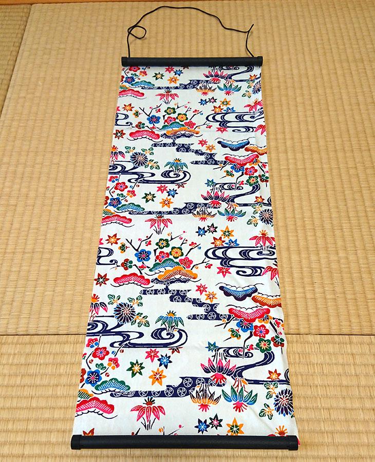 真上沖縄独特の絵柄(紅型びんがた)をタペストリー(壁掛け)用にしてお届け。オリジナル加工