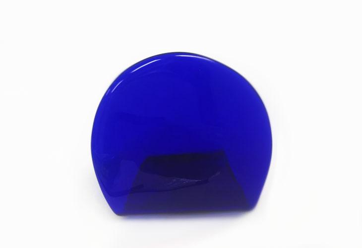 正面?<正規品>(彫刻なし)半透明の琉球ガラス盾(青色)祝い事や、甕(カメ、壺)の前や、玄関のネームプレートにも最適。2色(水色、青色)を用意。ベトナム製