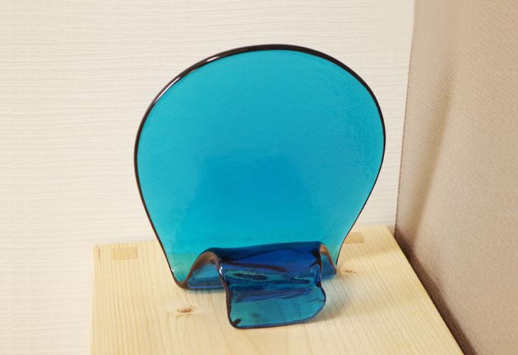 後ろ<正規品>(彫刻付き)半透明の琉球ガラス盾(水色)祝い事や、甕(カメ、壺)の前や、玄関のネームプレートにも最適。2色(水色、青色)を用意。ベトナム製